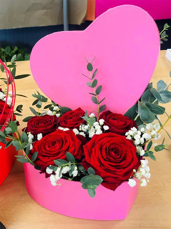 Roses en coeur 5 roses